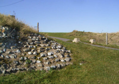 steve-ww2-german-tours-the-wall-of-the-roman-fort-at-reculver-with-ww2-tank-traps-in-the-background-(called-dragons-teeth)